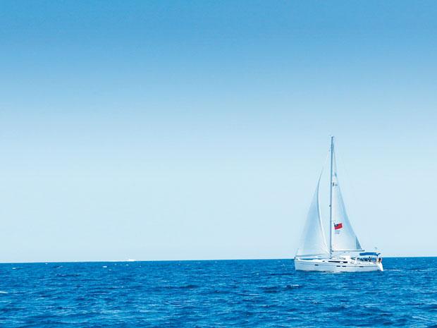 Self-driving sailboat