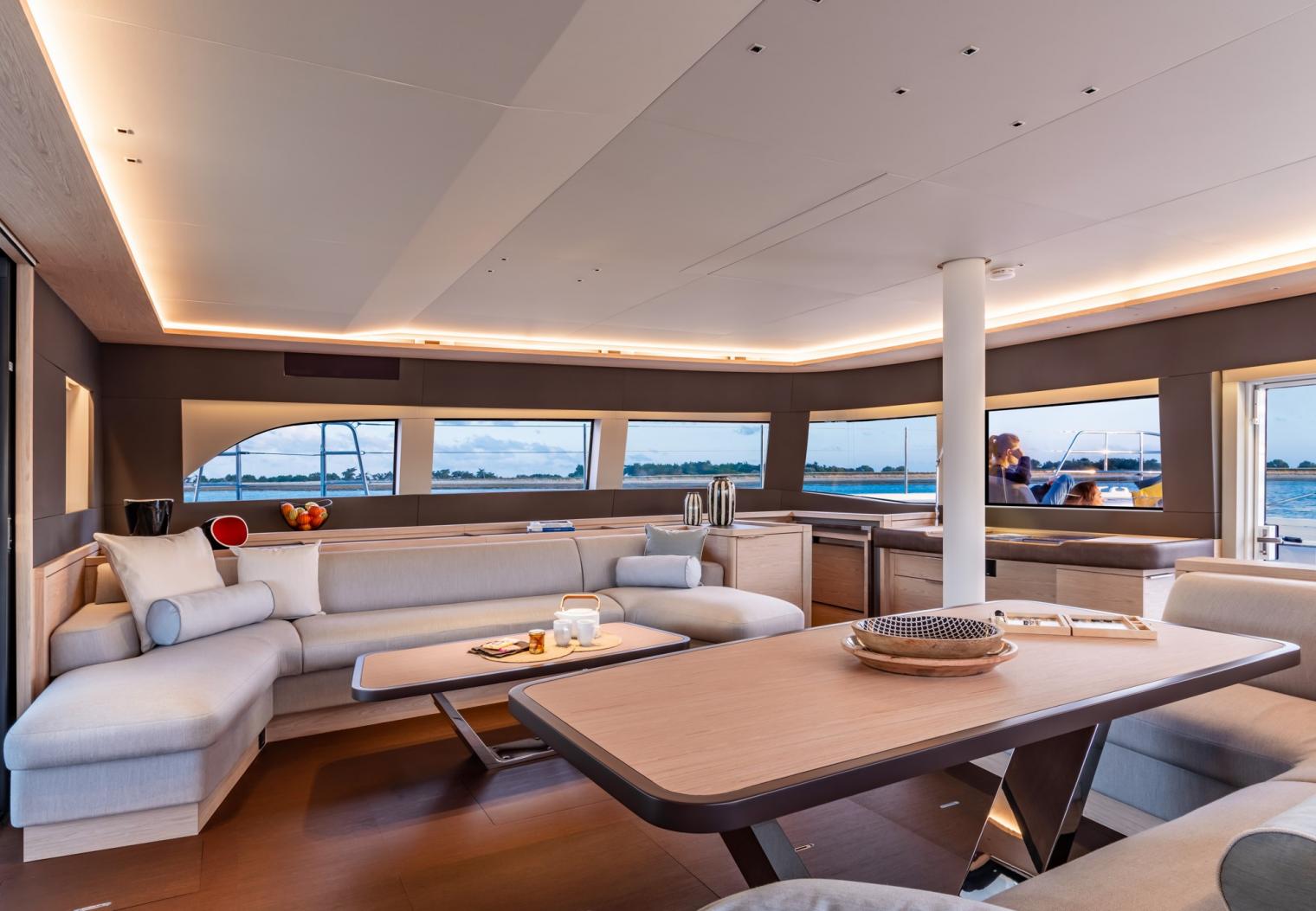 Shape your SIXTY catamaran as you like!